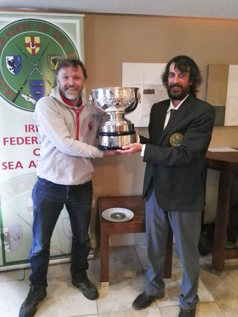 Des Farrelly receives the MA trophy from Connaught Council IFSA Chair, Brian Reidy